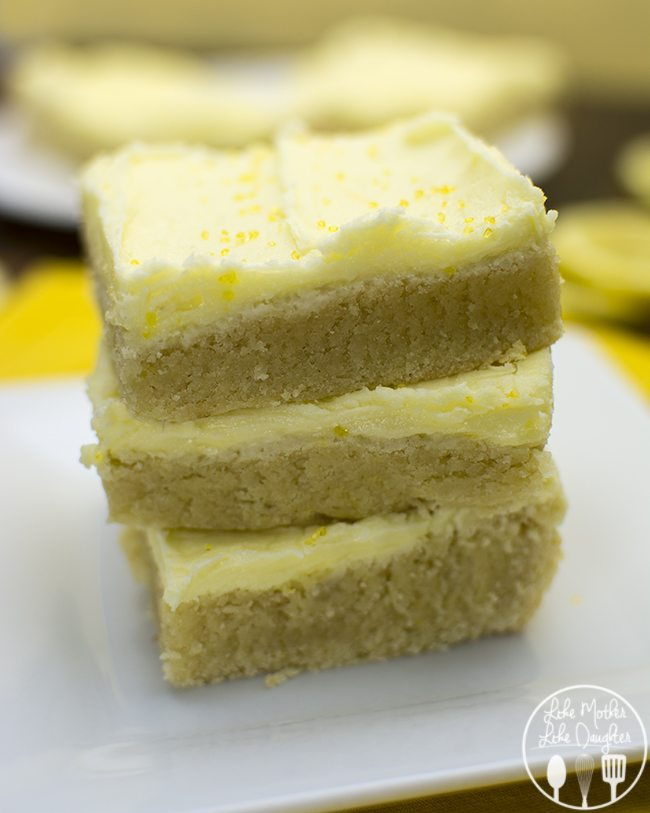 Lemon Sugar Cookie Bars - These lemon sugar cookie bars are so refreshing and delicious and so easy to make. The perfect summer treat!