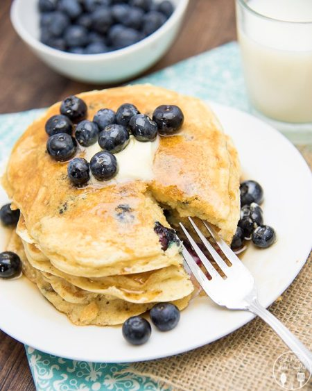 greek yogurt blueberry pancakes5