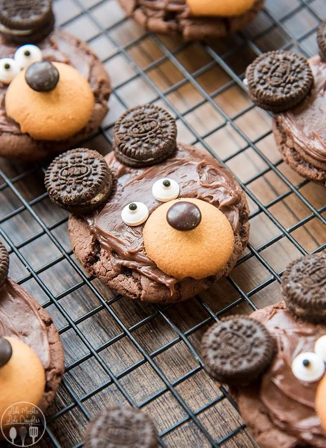 Bear Cookies - These adorable bear cookies are easy to make with a chocolate cookie base, chocolate frosting, 'nilla wafer, m&m candy eyes and mini oreo cookies!