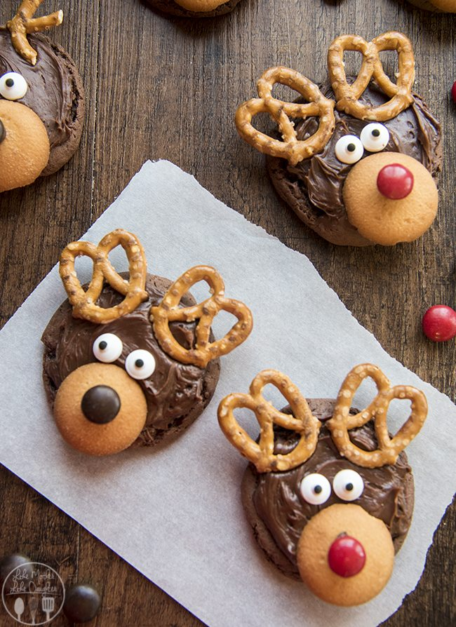 Reindeer Cookies - These reindeer cookies are so adorable and easy to make! They're the cutest Christmas cookies!