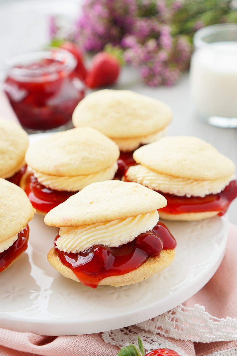 strawberries-cream-whoopie-pie-recipe-1