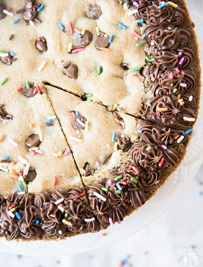 Giant Chocolate Chip Cookie Cake - This cookie cake is the new best way to eat a chocolate chip cookie! Slice it up and its a great easy weekday dessert, or fun enough for a birthday!