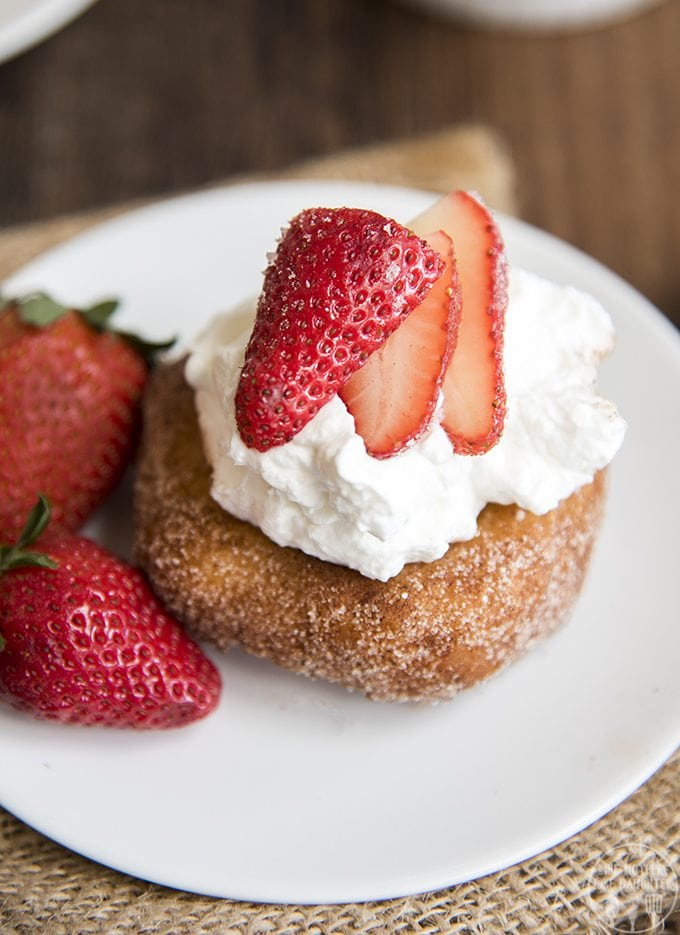 Thisdeep fried strawberry shortcake is a delicious spin on traditional strawberry shortcake, with a deep fried cinnamon sugar donut for the cake!