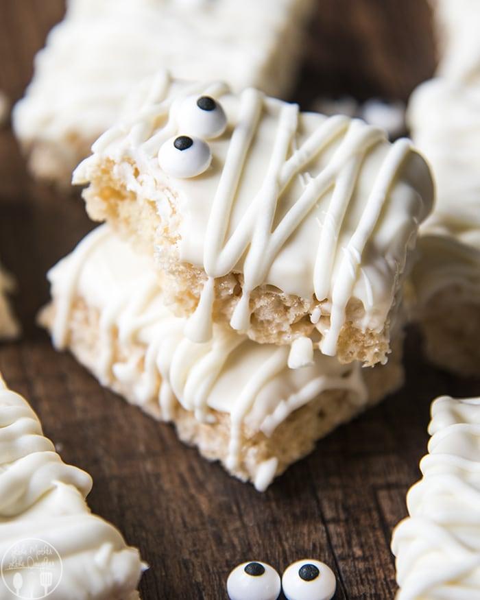 Mummy Treats made with Rice Krispie treats