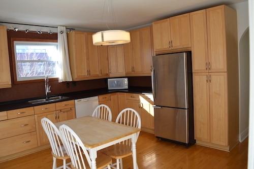 Cuisine - Appartement meublé de 5 chambres à Montréal | LM Montréal - Location meublée à Montréal.