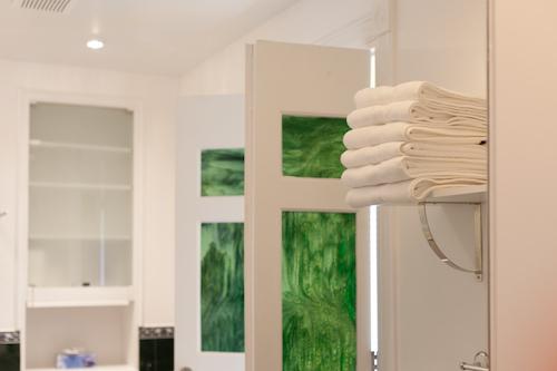 Salle de bains - Appartement meublé de 3 chambres du Mile-End à Montréal | LM Montréal - Location meublée à Montréal