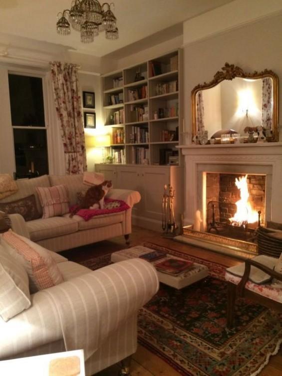 16 Elegant Living Room Shelves Decorations Ideas 39