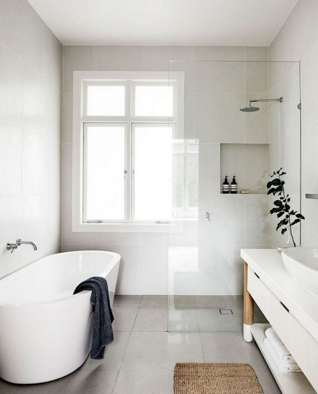 14 Inspiring Small Master Bathroom Decorating Ideas 10
