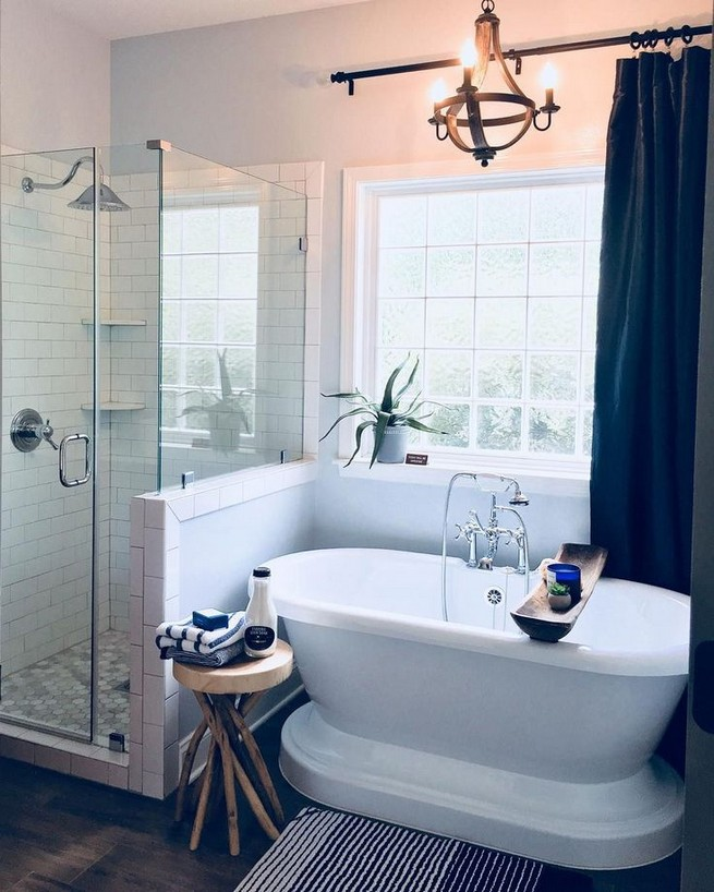 14 Inspiring Small Master Bathroom Decorating Ideas 51