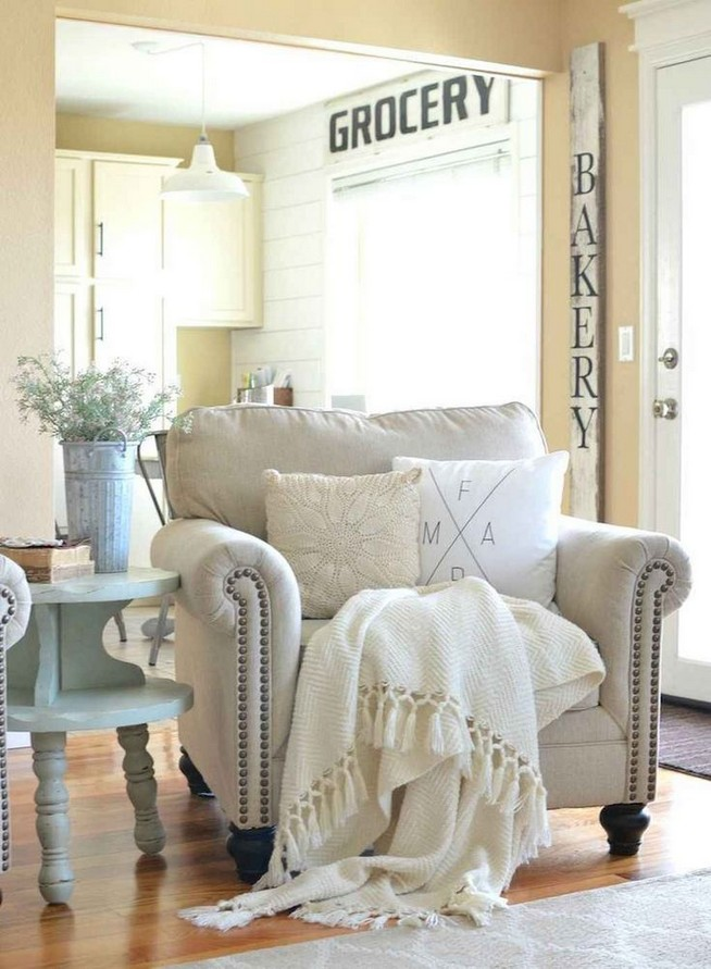 15 Cozy Farmhouse Living Room Decor Ideas 02