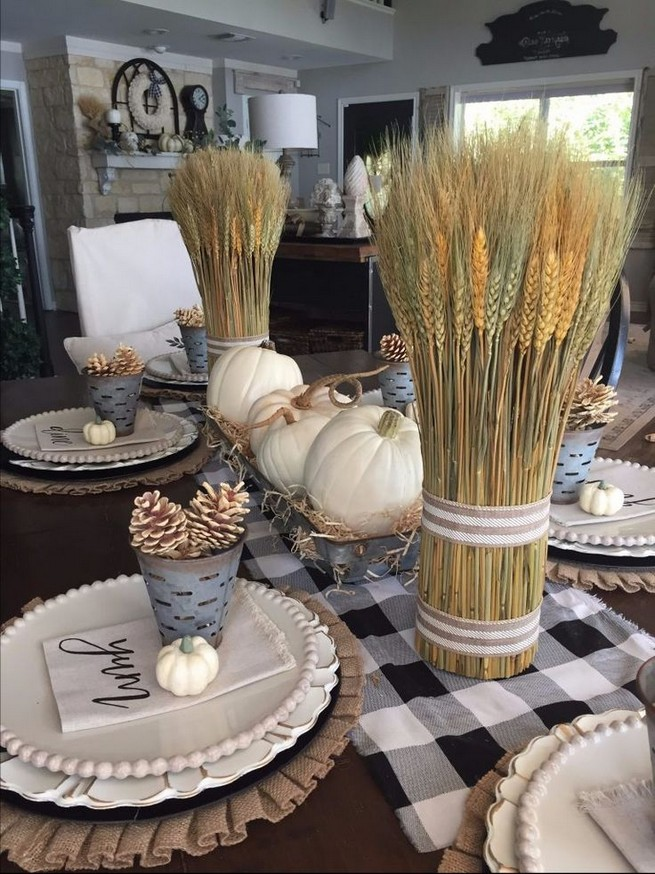15 Inspiring Farmhouse Fall Decor Ideas 10