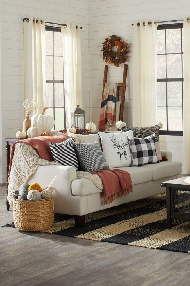 15 Inspiring Farmhouse Fall Decor Ideas 41
