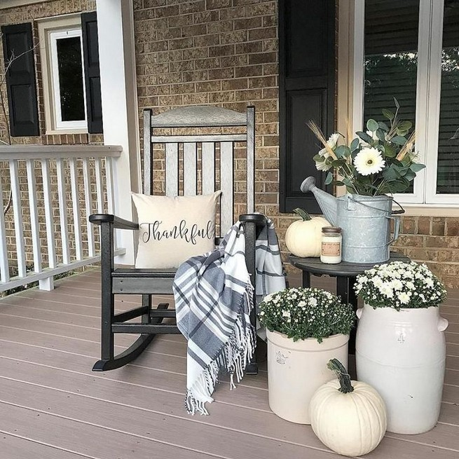 15 Inspiring Farmhouse Fall Decor Ideas 42