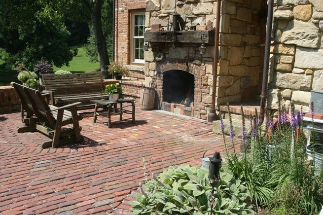 18 Popular Rustic Painted Brick Fireplaces Ideas 28