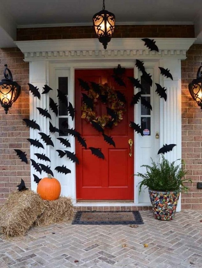 19 Amazing Halloween Porch Ideas 02
