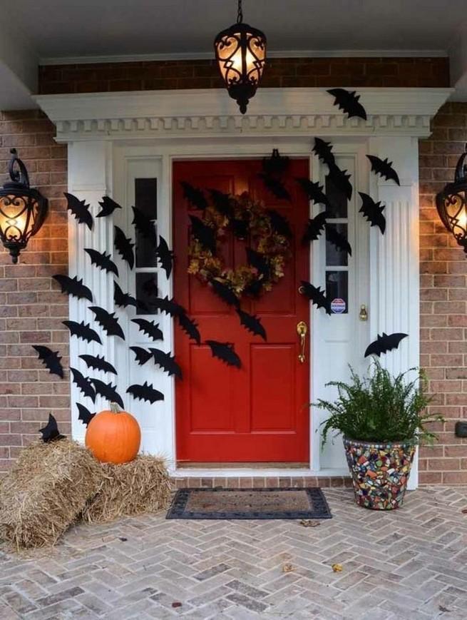 19 Amazing Halloween Porch Ideas 02