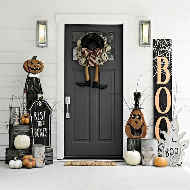 19 Amazing Halloween Porch Ideas 35