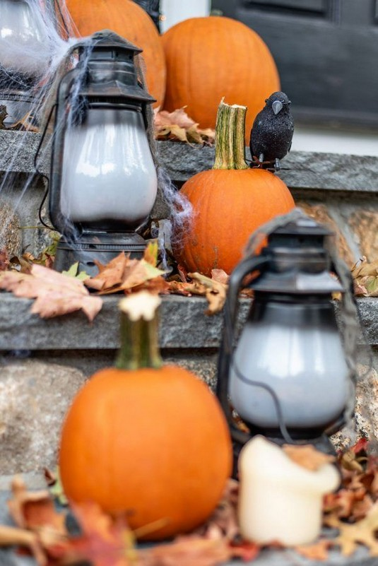 19 Cozy Outdoor Halloween Decorations Ideas 03