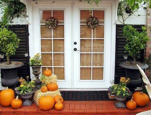 19 Cozy Outdoor Halloween Decorations Ideas 24