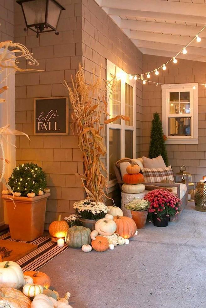 19 Cozy Outdoor Halloween Decorations Ideas 36