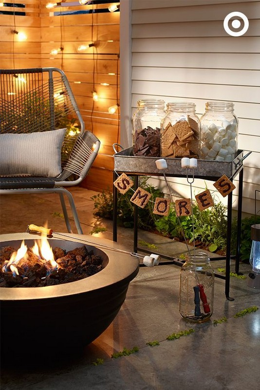 19 Cozy Outdoor Halloween Decorations Ideas 39