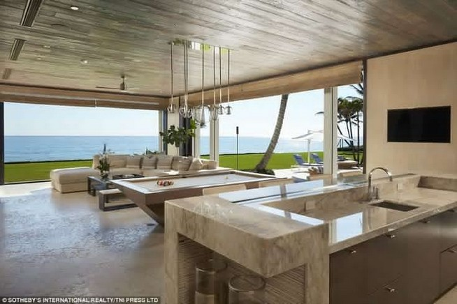 19 Stunning Indoor And Outdoor Beach Dining Spaces Ideas 07