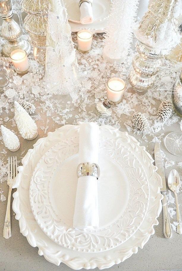20 Elegant White Winter Wonderland Themed Decoration Ideas 03