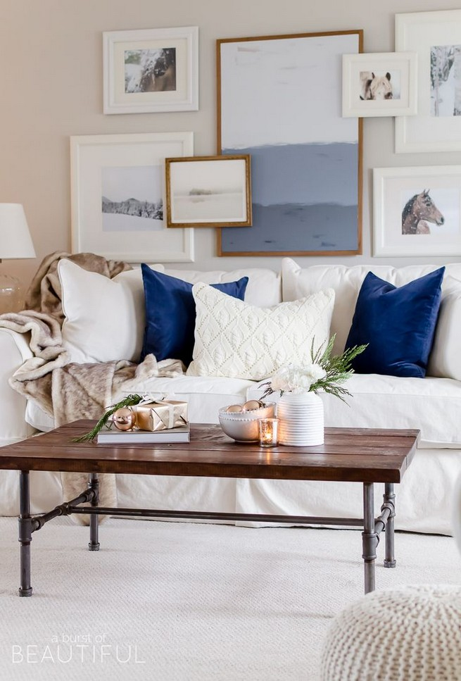 20 Lovely Winter Coffee Table Decoration Ideas 14