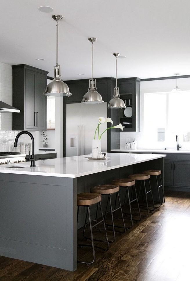 21 Inspiring Black And White Wall Design Ideas For Kitchen 54