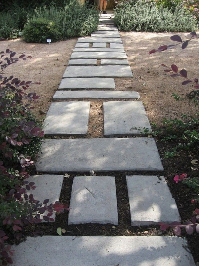 22 Unique Garden Stepping Stone Ideas 24