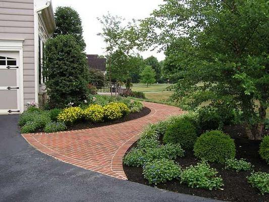 15 Elegant Front Sidewalk Landscaping Ideas 05