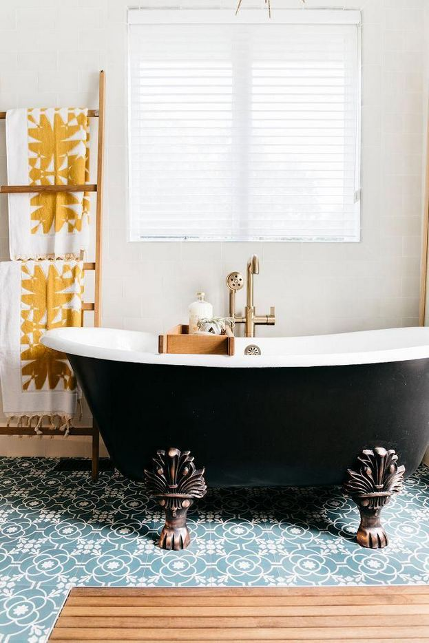 17 Modern Bathrooms With Clawfoot Tubs 40