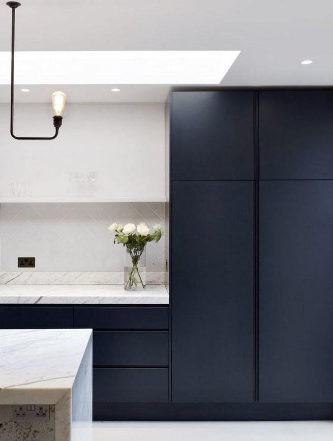 21 Gorgeous Dark Blue Kitchen Cabinets 37