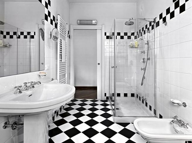 15 Awesome Black Floor Tiles Design Ideas For Modern Bathroom 20