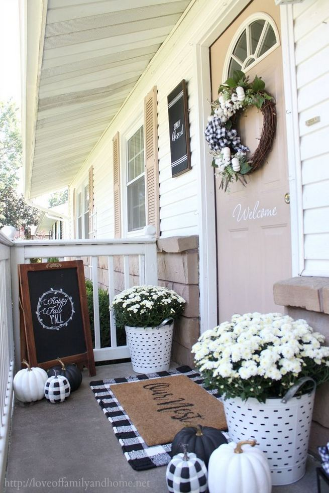 16 Best Alluring Farmhouse Front Porch Decoration Ideas 18