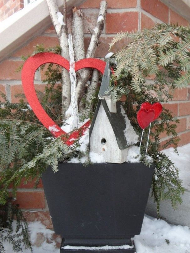 12 Adorable Valentines Outdoor Decorations Ideas 29