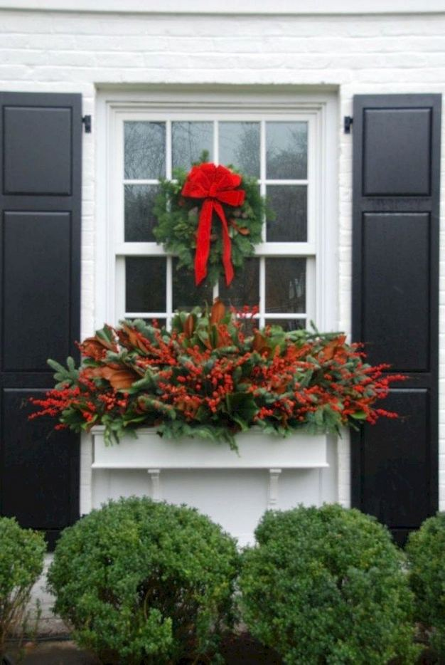16 Splendid Outdoor Planter Ideas In The Winter Season 34