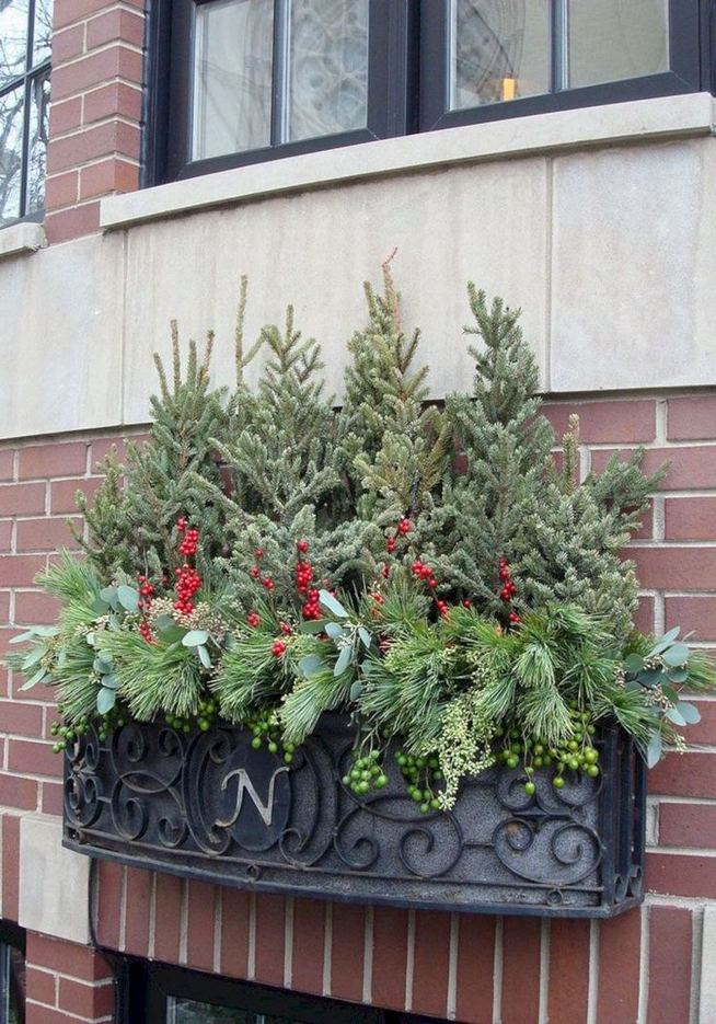 16 Splendid Outdoor Planter Ideas In The Winter Season 40