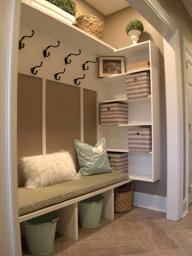 12 Stunning Rustic Small Mudroom Entryway Decor Ideas 19