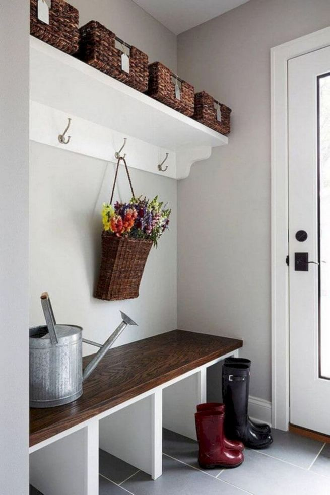 12 Stunning Rustic Small Mudroom Entryway Decor Ideas 36