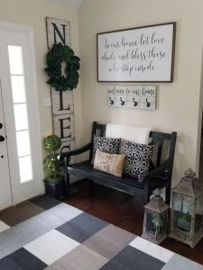 13 Amazing Farmhouse Entryway Decoration Ideas 03