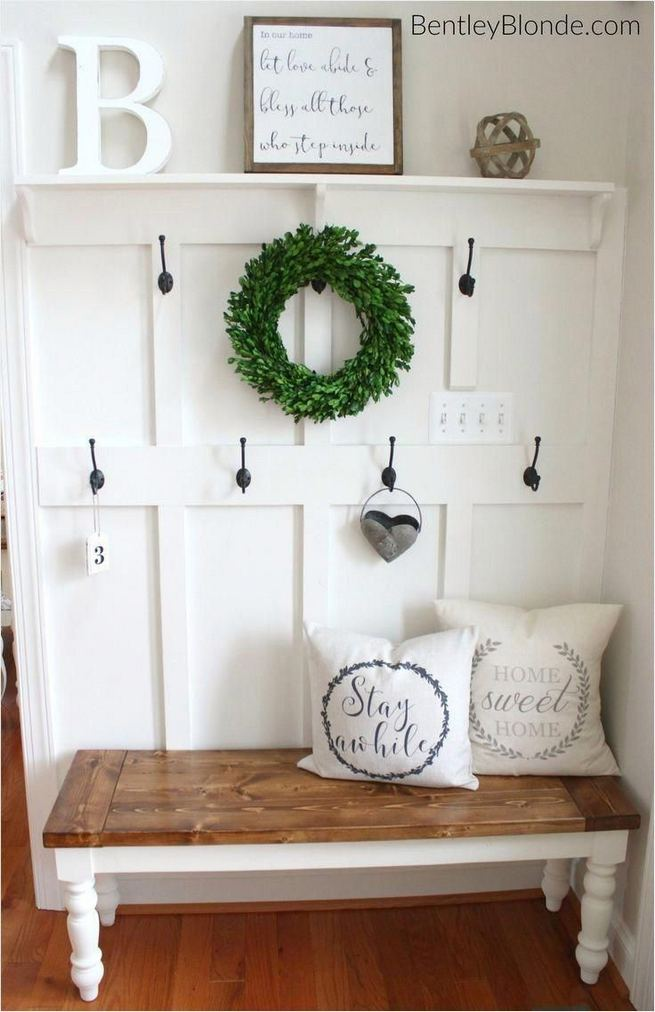 13 Amazing Farmhouse Entryway Decoration Ideas 05