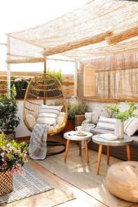 16 Cool Outdoor Spaces And Decor Ideas 15