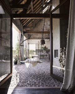17 Modern And Futuristic Interior Designs To Inspire You 07