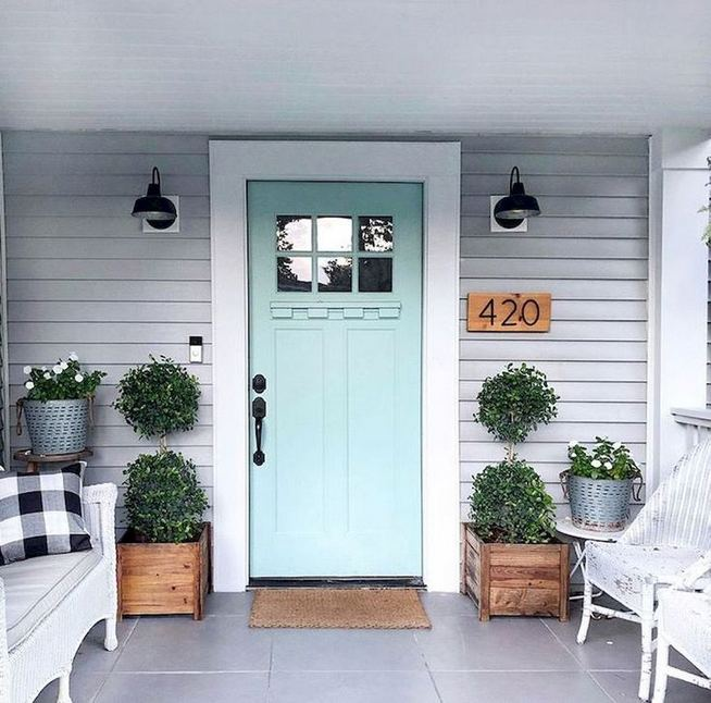 21 Stunning Farmhouse Front Porch Decor Ideas 23