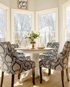 21 Totally Inspiring Small Dining Room Table Decor Ideas 26