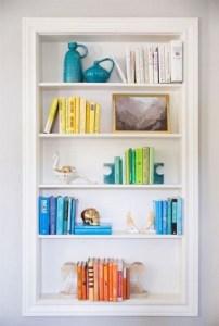 18 Bookshelf Organization Ideas 02