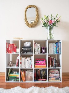 18 Bookshelf Organization Ideas 03