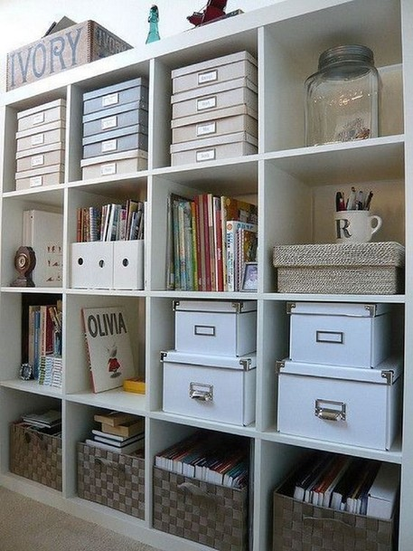 18 Bookshelf Organization Ideas 04