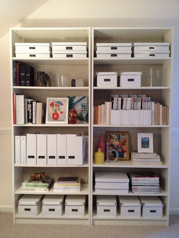18 Bookshelf Organization Ideas 05